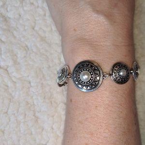 Lucky Brand pearl bracelet